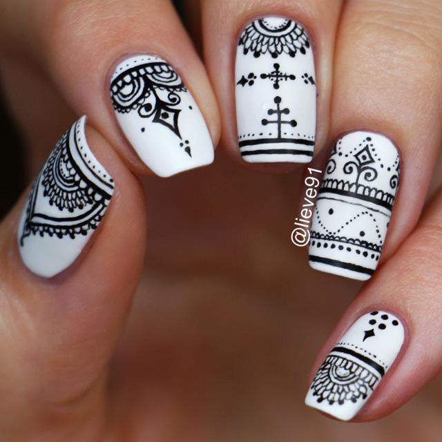 Henna pattern nails