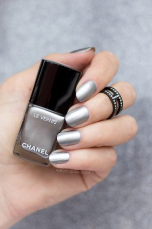 chanel liquid mirror swatches, chanel silver nail polish