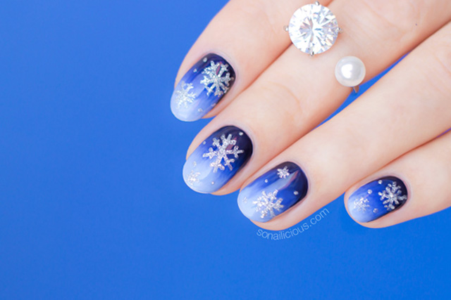 christmas nails, snowflake nails
