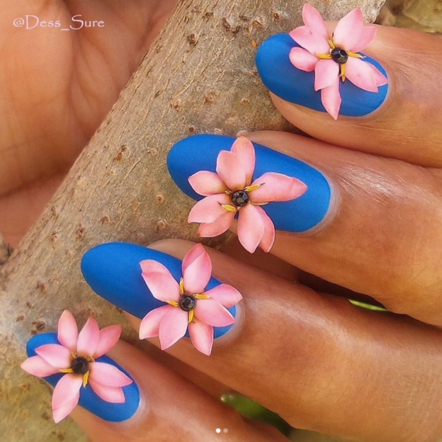 3D nails with real flowers by @dess_sure