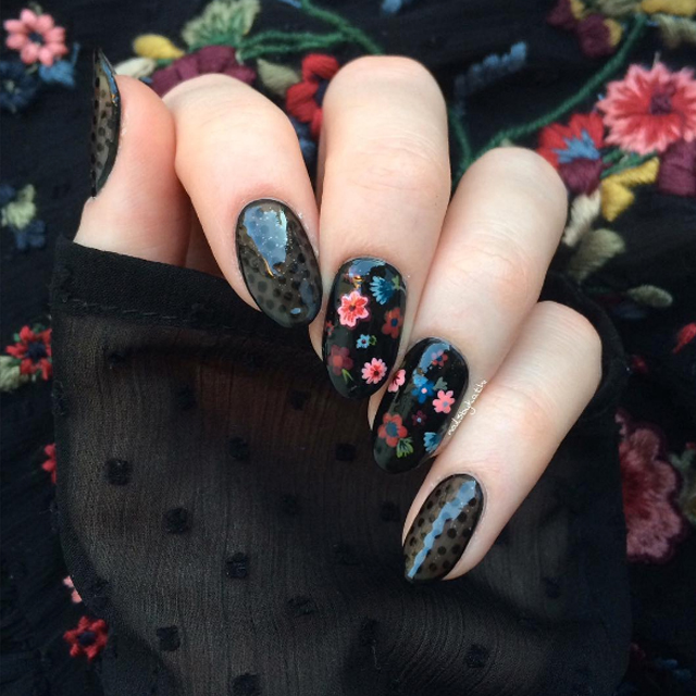 Flower nail design by @xlight_nails