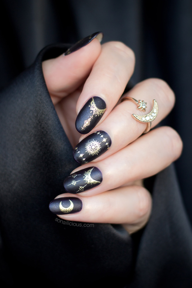 magic nails, black and gold nails