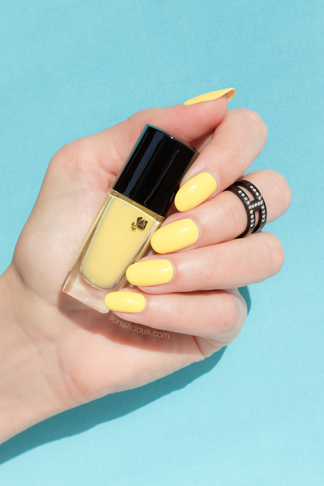 yellow nails, Lancome 149 Jaune Grands Boulevards swatch