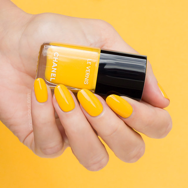 Chanel nail polish 592 giallo napoli, yellow nails