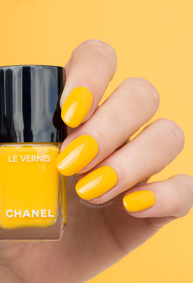 Chanel nail polish giallo napoli review