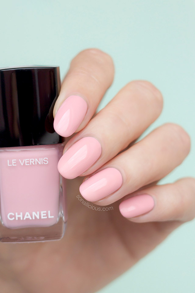 chanel 588 nuvola rosa nail polish
