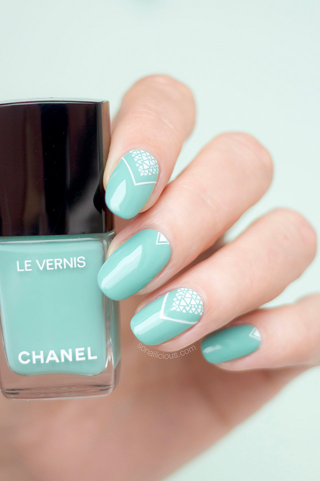 chanel verde pastello, green nail design