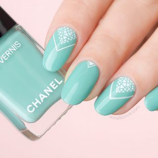 chanel verde pastello swatch, spring nails