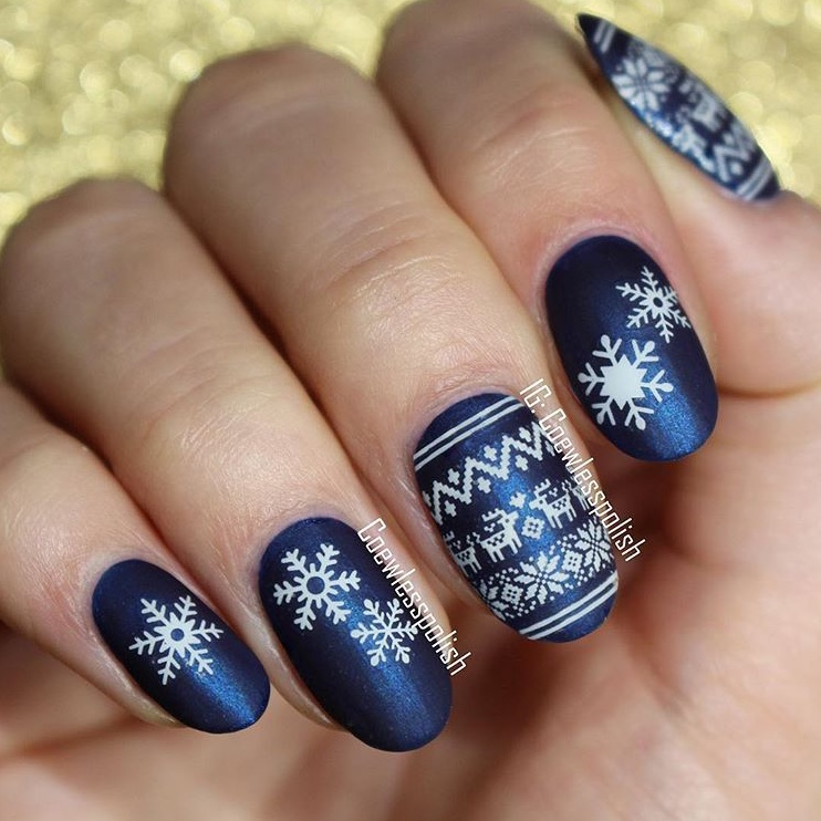 Blue Christmas Sweater Nails 1