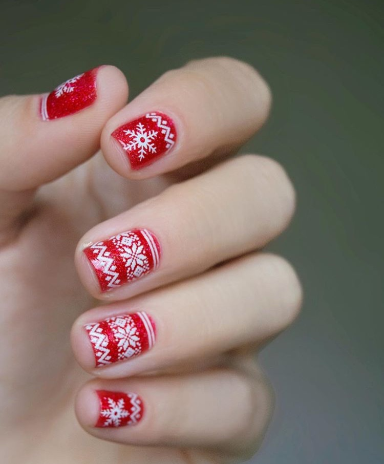 Red Christmas Sweater Nails 3