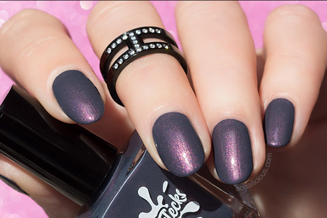 autumn nail colour dark grey nails with colorflecks dark fog
