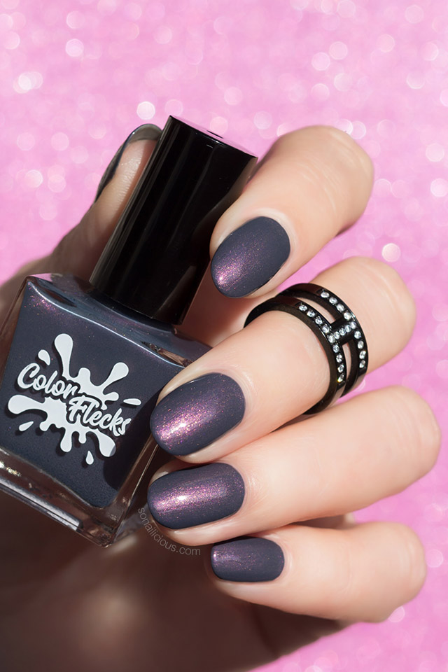 dark grey nails, colorflecks dark fog