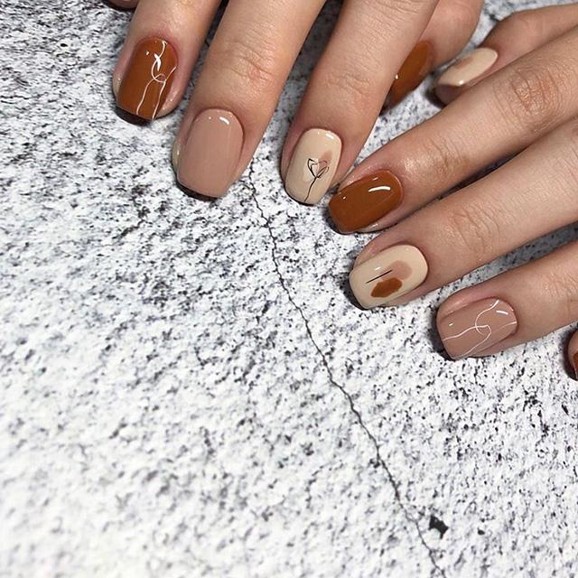 minimalist fall nail design