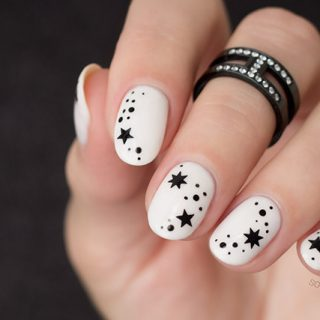 minimalist nail art, black and white nails