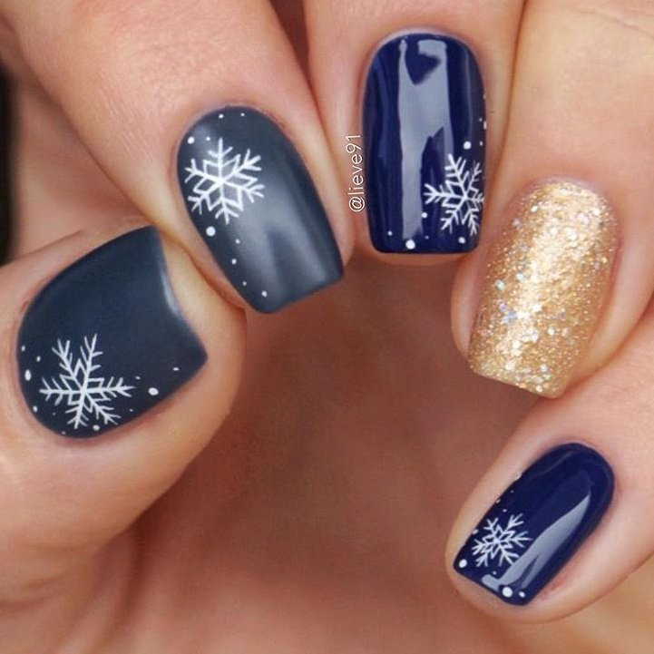 beautiful Snowflake nail designs