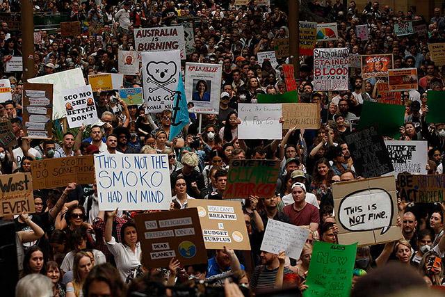australia bushfire protests sack scomo