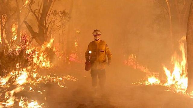 volunteers fire fighters Australia